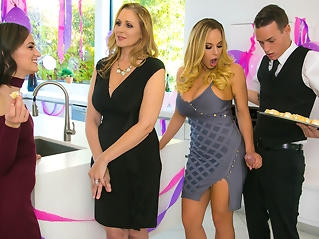 Julia Ann Olivia Austin Justin Hunt in My Stepmoms Social Club - BrazzersNetwork cunnilingus